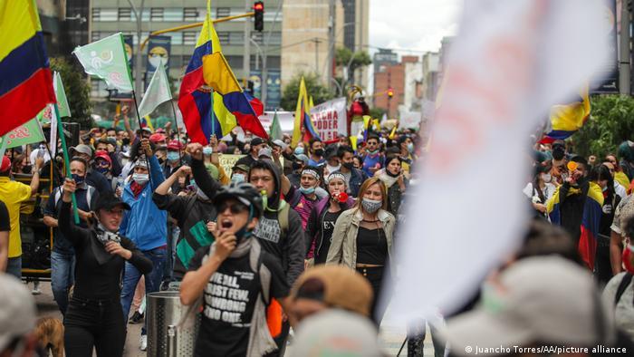Colombia:  l'aumento delle tasse porta a rivolte.