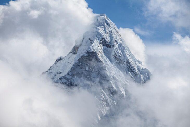 La Cina mette il confine anche all'Everest. Imperialismo o paura del Covid