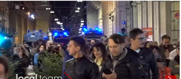 """Bologna: corteo spontaneo al grido di """"Libertà Libertà"""""""
