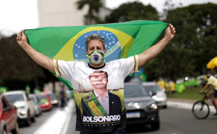 Brasile: cortei enormi pro Bolsonaro ed anti-lockdown