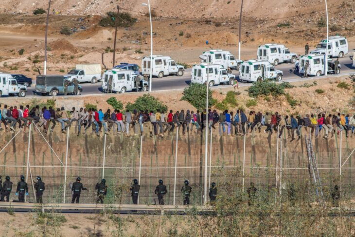Ceuta (Spagna) invasa da 5 mila migranti irregolare. La vendetta del Marocco. UE ridicola