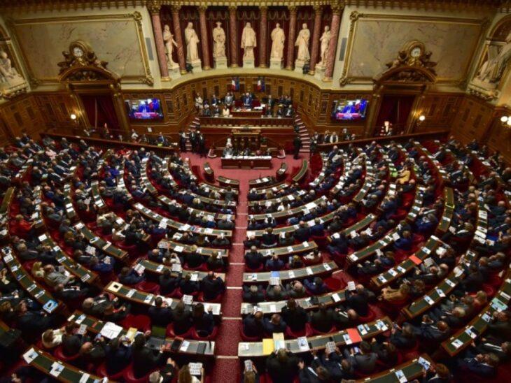 L'assemblea nazionale francese boccia il pass sanitario. Dura punizione per Macron