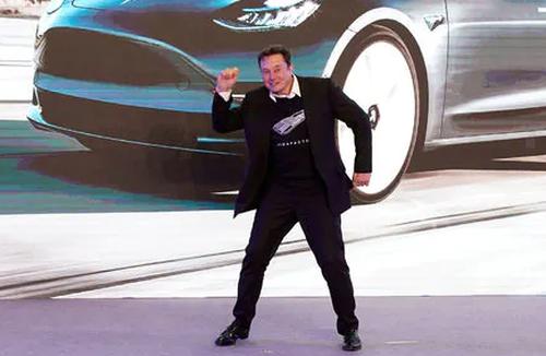 Tesla di piega alle autorità cinesi. Elon Musk non graffia