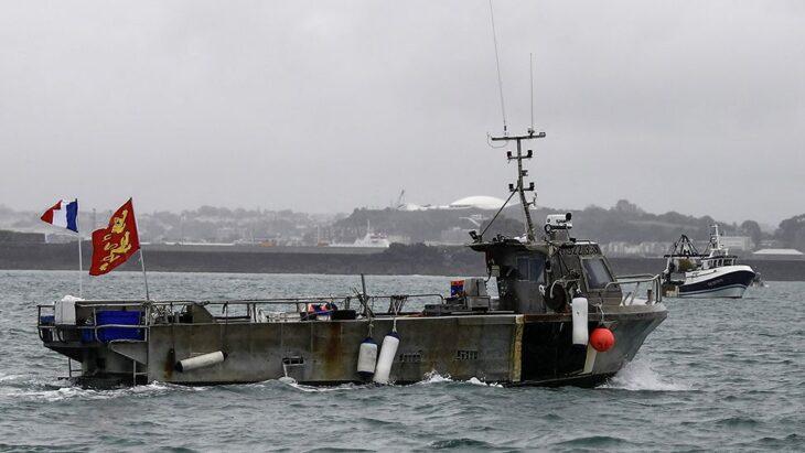 Macron pensa di vendicarsi del Regno Unito per la pesca con la finanza