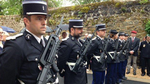 La Le Pen prenderà il voto di almeno il 60% dei poliziotti. I dati degli ultimi sondaggi