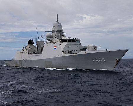 Nave Olandese cerca di entrare nello stretto di Kerch, seguito da caccia e  bombardieri russi