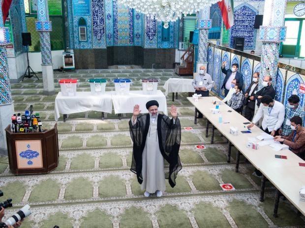 Il duro Ebrahin Raisi eletto presidente dell'Iran. Si preparano tempi duri per i colloqui di pace