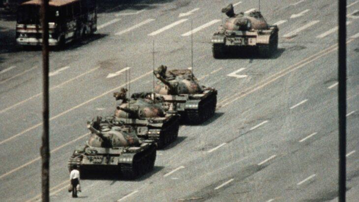 Madri Coraggio, quelle vere. A 32 anni dalla repressione di piazza Tienanmen madri vanno ancora alla tomba dei figliT