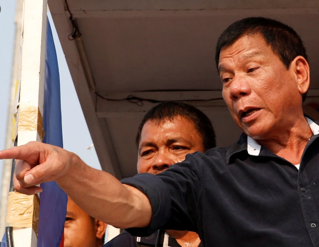 Duterte: o ti fai vaccinare o vai in galera! La soluzione strema delle Filippine
