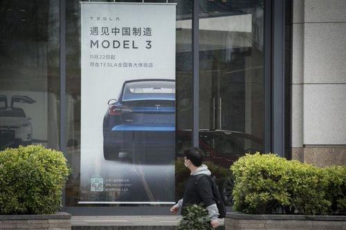 Tesla deve richiamare 300 mila auto in Cina per problemi all'autopilota