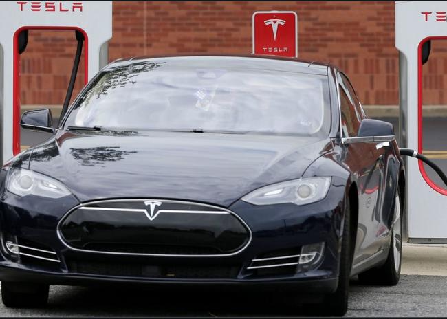 """Il futuro con l'auto elettrica: rete elettrica californiana al collasso """"Vi prego, non caricate l'auto tutti assieme"""""""