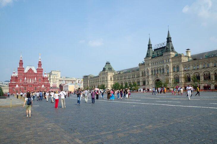 """La """"Roulette russa"""" della vaccinazione obbligatoria a Mosca"""