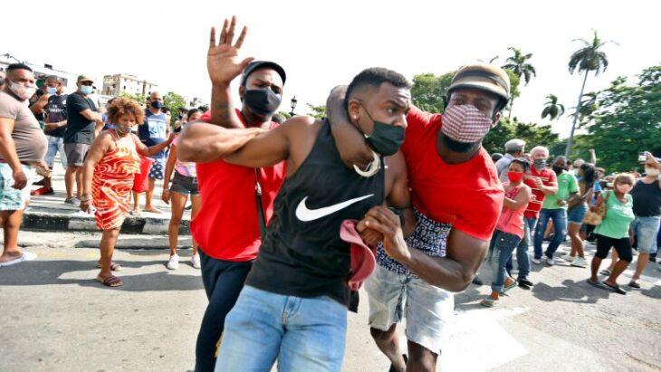 """Cuba: manifestazioni di massa per il caro prezzi e la mancanza di cibo. Rivoluzione """"Arancione"""" in arrivo?"""