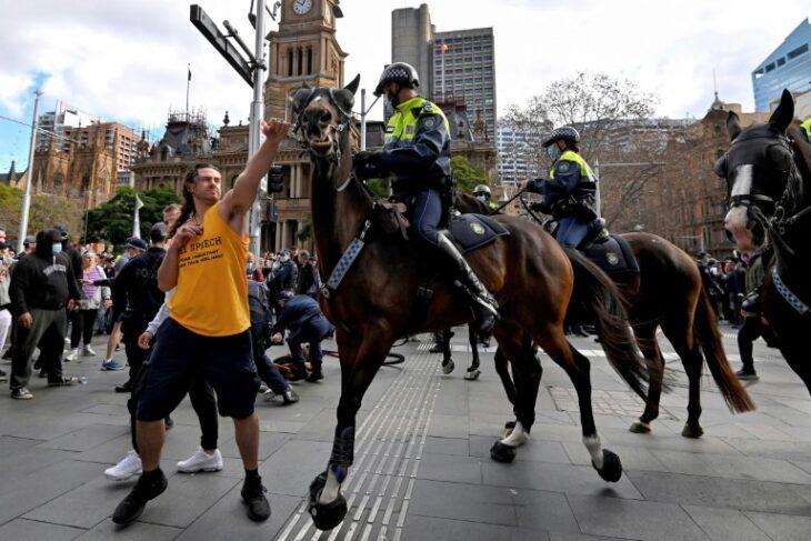 Australia: molte migliaia di persone protestano contro il lockdown