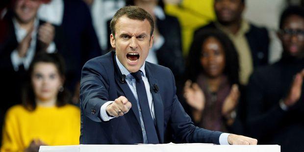 Il modello francese per il Covid: manganello, restrizioni, tristezza. Diciamogli NO