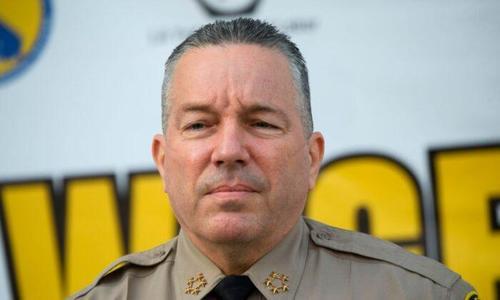 Lo sceriffo di Los Angeles si rifiuta di multare chi non mette le mascherine