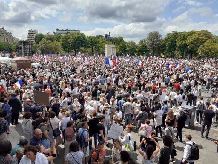 Oltre 160 mila persone a Parigi per protestare contro il  Green Pass