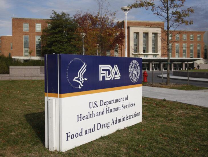 Due importanti tecnici della FDA danno le le dimissioni mentre si discute di terza dose