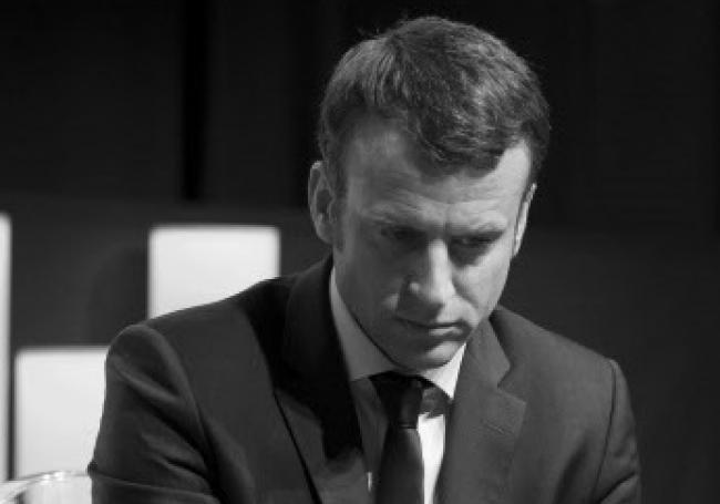 Macron su distrugge con il Green pass… Senza nessuna utilità sanitaria