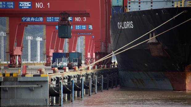 Covid in Cina. il terzo porto al mondo chiude parzialmente. Incubo logistico in arrivo