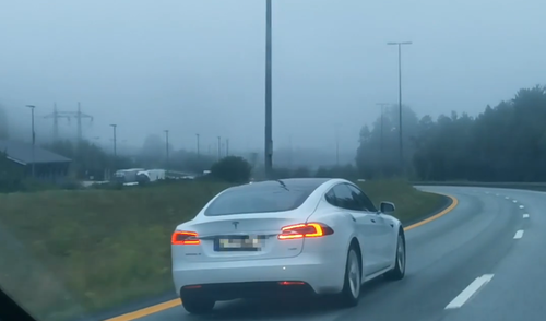 A cosa serva l'autopilota Tesla? Se va bene, a portare a casa i guidatori ubriachi!