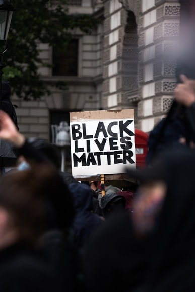 """Sinistra in Tilt: negli USA Black Lifes Matter Minacciano """"Rivolte"""" contro l'obbligo vaccinale!"""