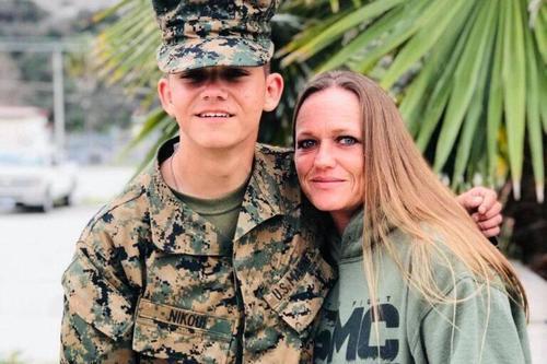 """Instagram  si """"Sbaglia"""" e cancella l'account della madre del Marine morto in Afganistan"""