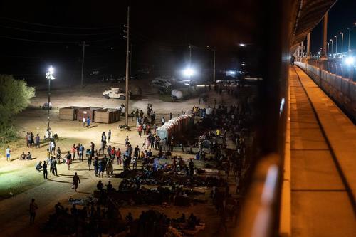 Droni vietati al confine Tex-Mex così non si vedono le decine di migliaia di immigrati legali che arrviano