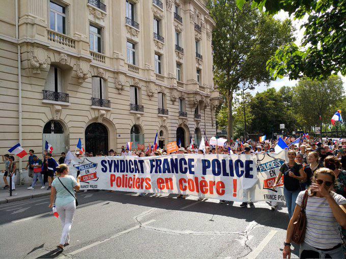 Ottava settimana di manifestazioni di massa in Francia contro il Pass vaccinale. E da noi pensano all'obbligatorietà…