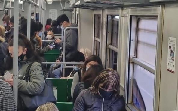 Se il green pass non può esistere sul trasporto pubblico, resta solo una buffonata