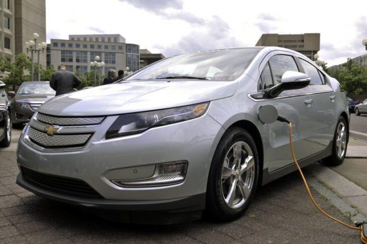 UK: presto una legge per limitare  gli orari di ricarica delle auto elettriche