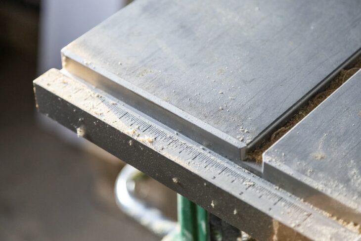 Manca il magnesio, quindi poco alluminio e a prezzi elevati. Auto in difficoltà?
