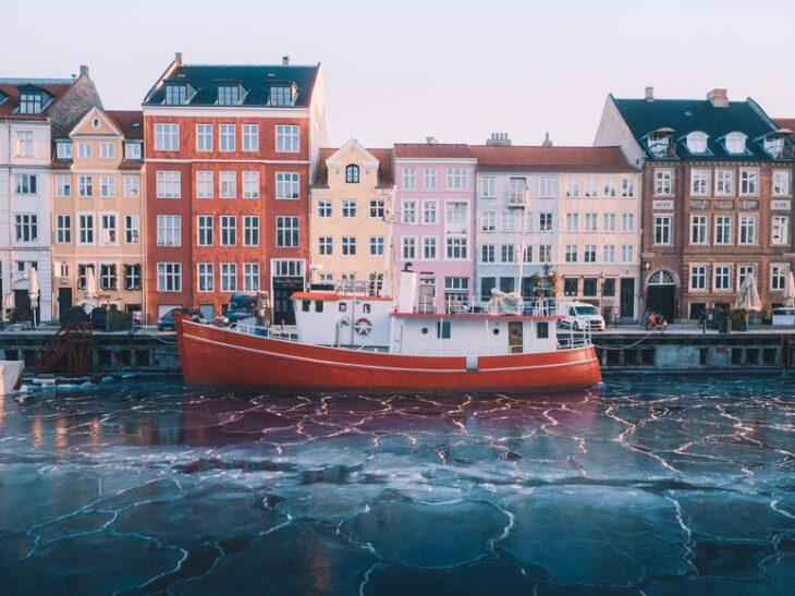 La Danimarca spende oltre 4 miliardi di euro per gli immigrati extra-europei. Un cattivo affare, ma non si può dire