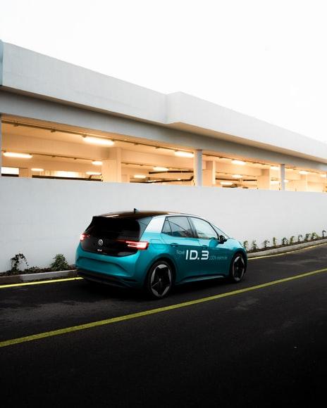 Disastro Verde: VW potrebbe licenziare 30 mila operai per la conversione all'auto elettrica