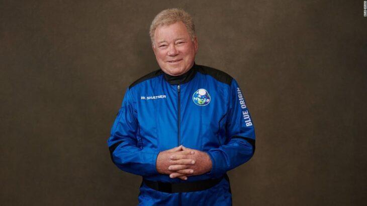 E il capitano Kirk è andato nello spazio! William Shatner, il più anziano uomo che sia andato in  orbita